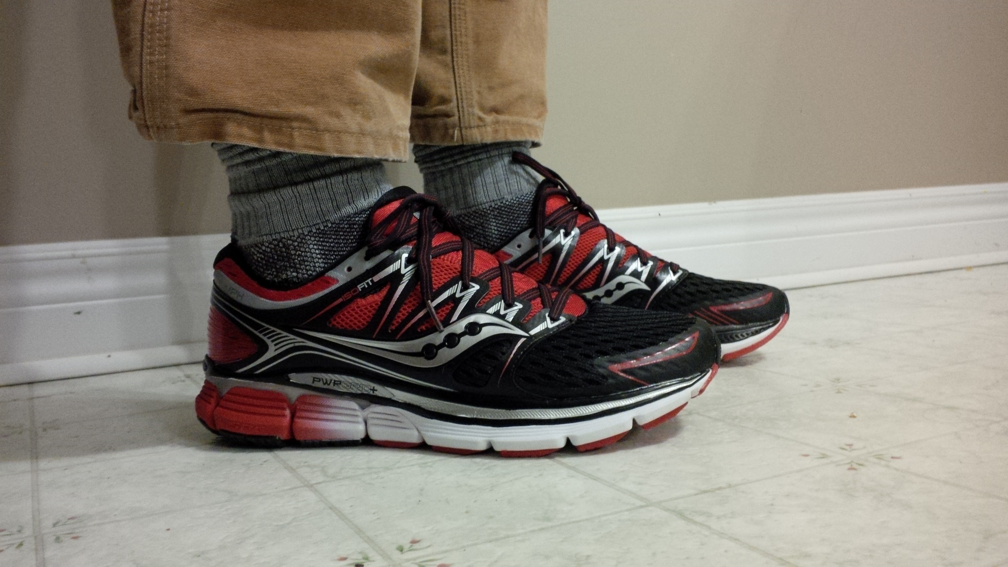 Men's Running Shoes/Saucony Triumph ISO Black Red